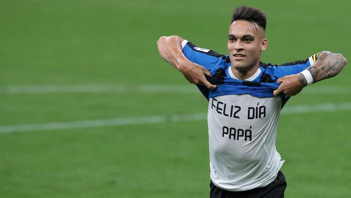 MILAN, ITALY - JUNE 21:  Lautaro Martinez of FC Internazionale celebrates his goal during the Serie A match between FC Internazionale and UC Sampdoria at Stadio Giuseppe Meazza on June 21, 2020 in Milan, Italy.  (Photo by Emilio Andreoli/Getty Images)