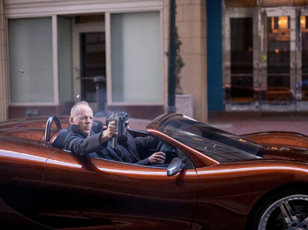 Sinopsis Looper, Bruce Willis Mengejar Diri Sendiri