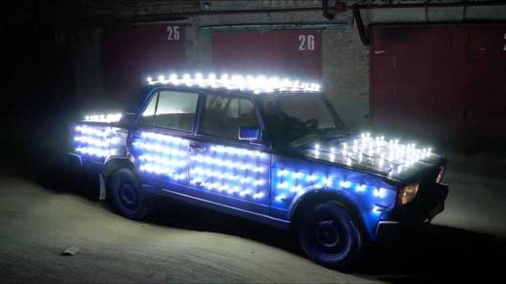 Ini Dia Tampang Ekstrem Bodi Mobil dengan 300 Lampu LED