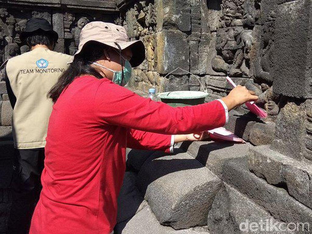 Candi Borobudur 40% Sudah Bersih dari Abu Vulkanik