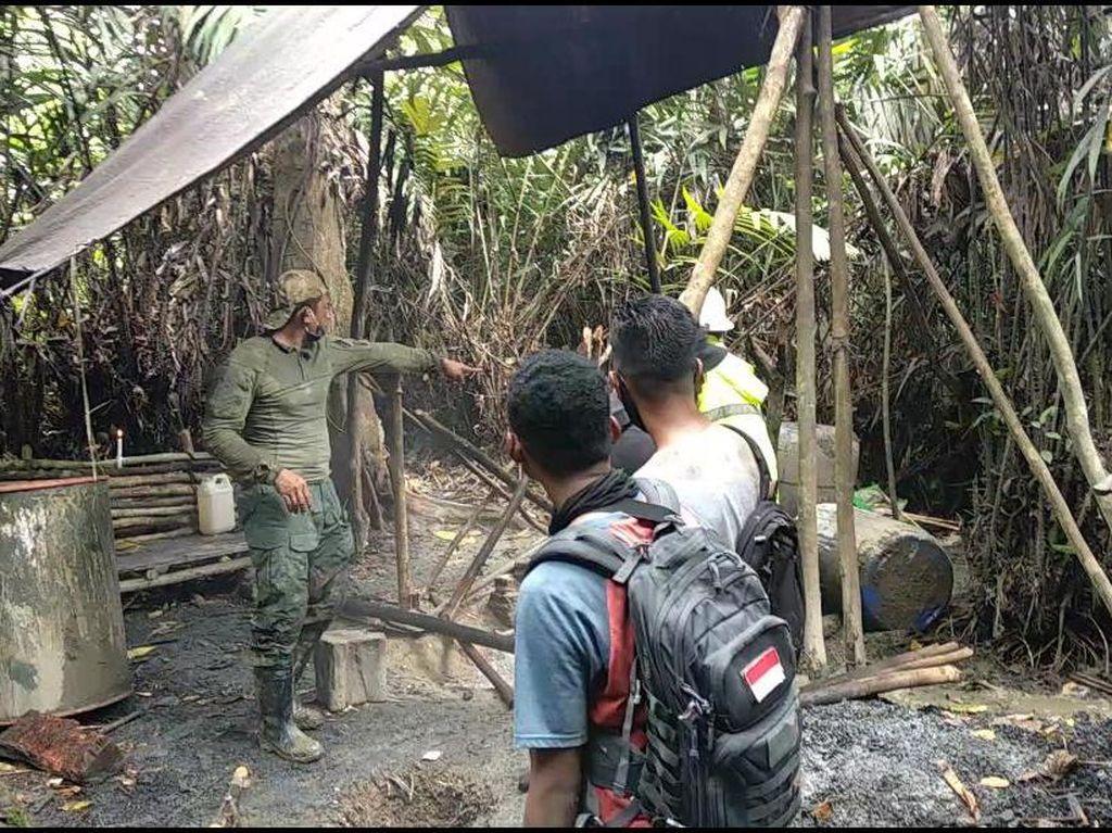 Polisi Musnahkan 2 Pabrik Miras di Hutan Timika Papua