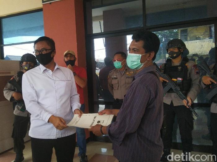 Serah terima jenazah penyerang Wakapolres Karanganyar ke keluarga di RS Bhayangkara, Semarang, Senin (22/6/2020).