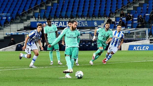 SAN SEBASTIAN, SPAIN - JUNE 21:  Sergio Ramos scores the first goal from the penalty spot during the Liga match between Real Sociedad and Real Madrid CF at Estadio Anoeta on June 21, 2020 in San Sebastian, Spain. (Photo by Juan Manuel Serrano Arce/Getty Images)