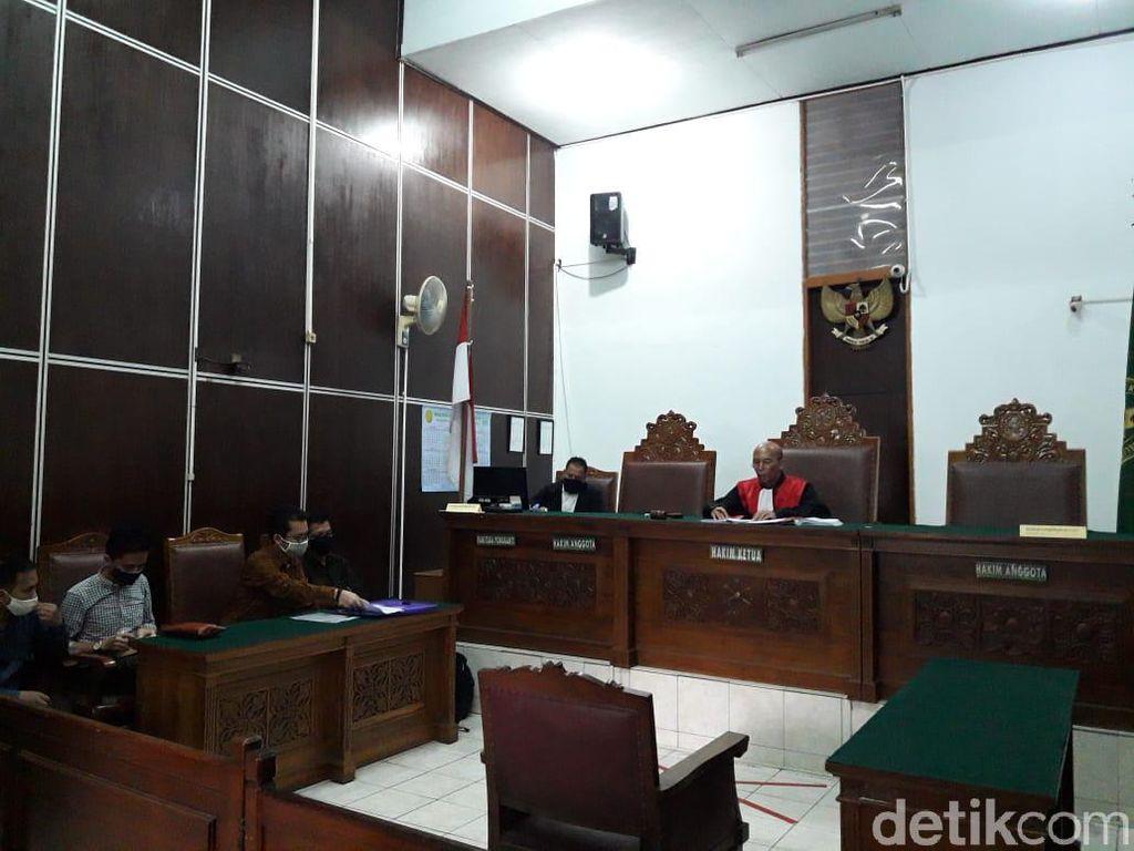 Polda Metro Tak Hadir, Sidang Praperadilan Ravio Patra Ditunda