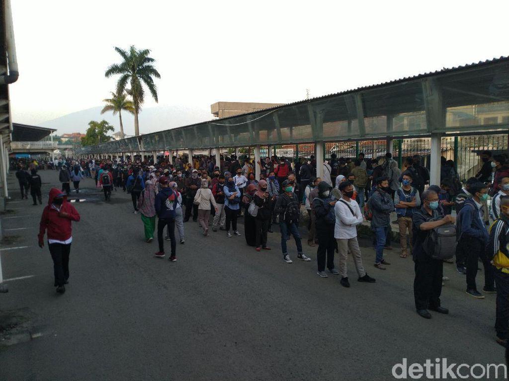 Video Antrean Mengular di Stasiun Bogor, Loket Pindah ke Area Parkir