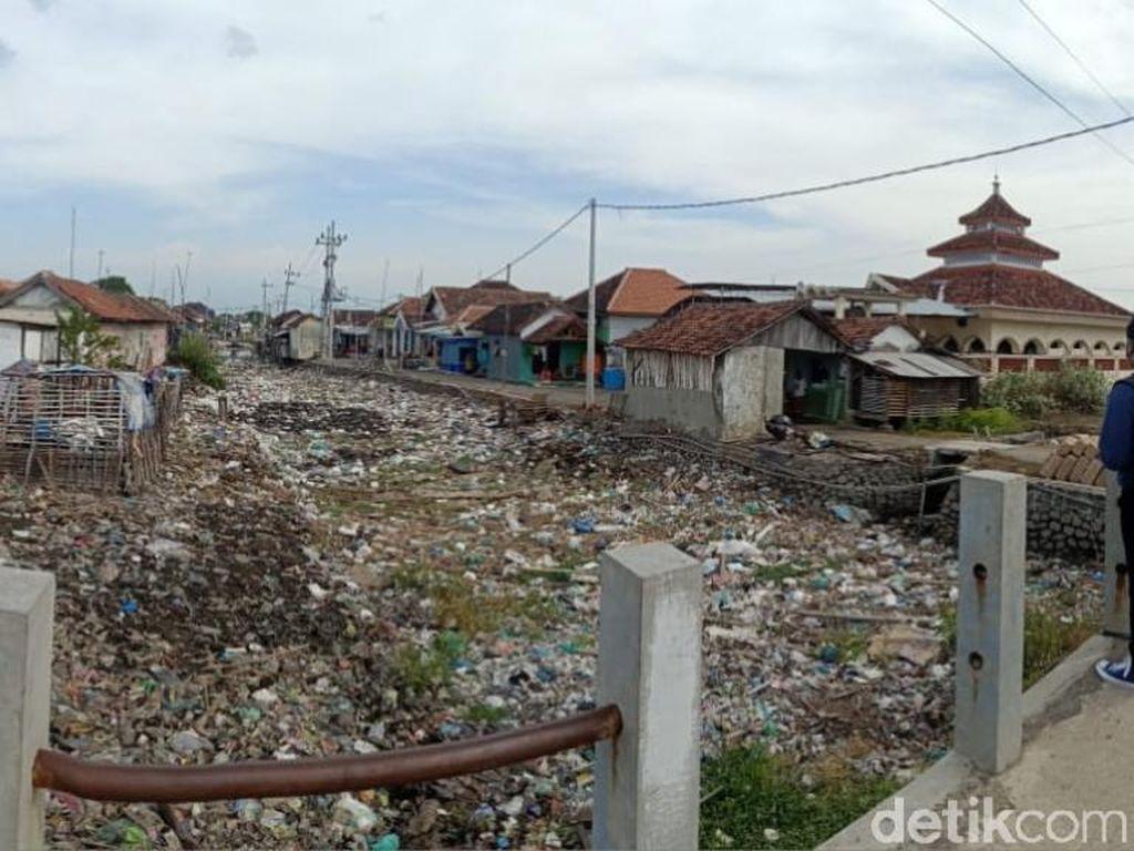 Sungai Menjijikkan Penuh Sampah di Pasuruan Dijanjikan Akan Dikeruk