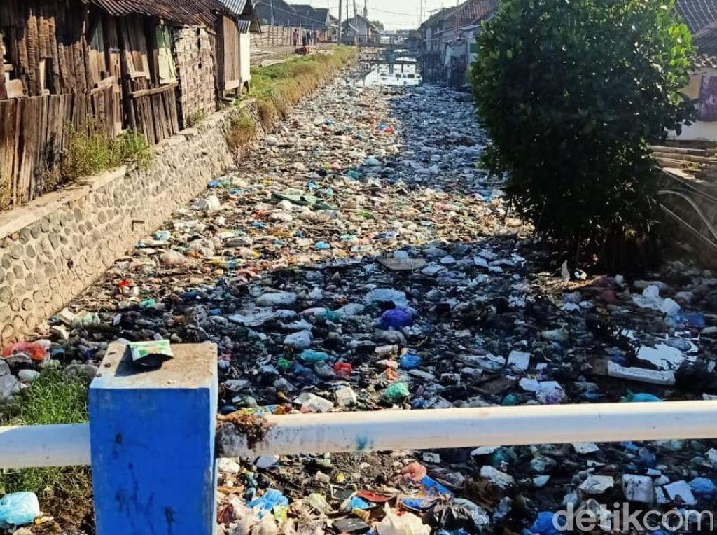 Warga Pasuruan Punya Kebiasaan Jelek Buang Sampah ke Sungai Gegara Tak Ada TPA