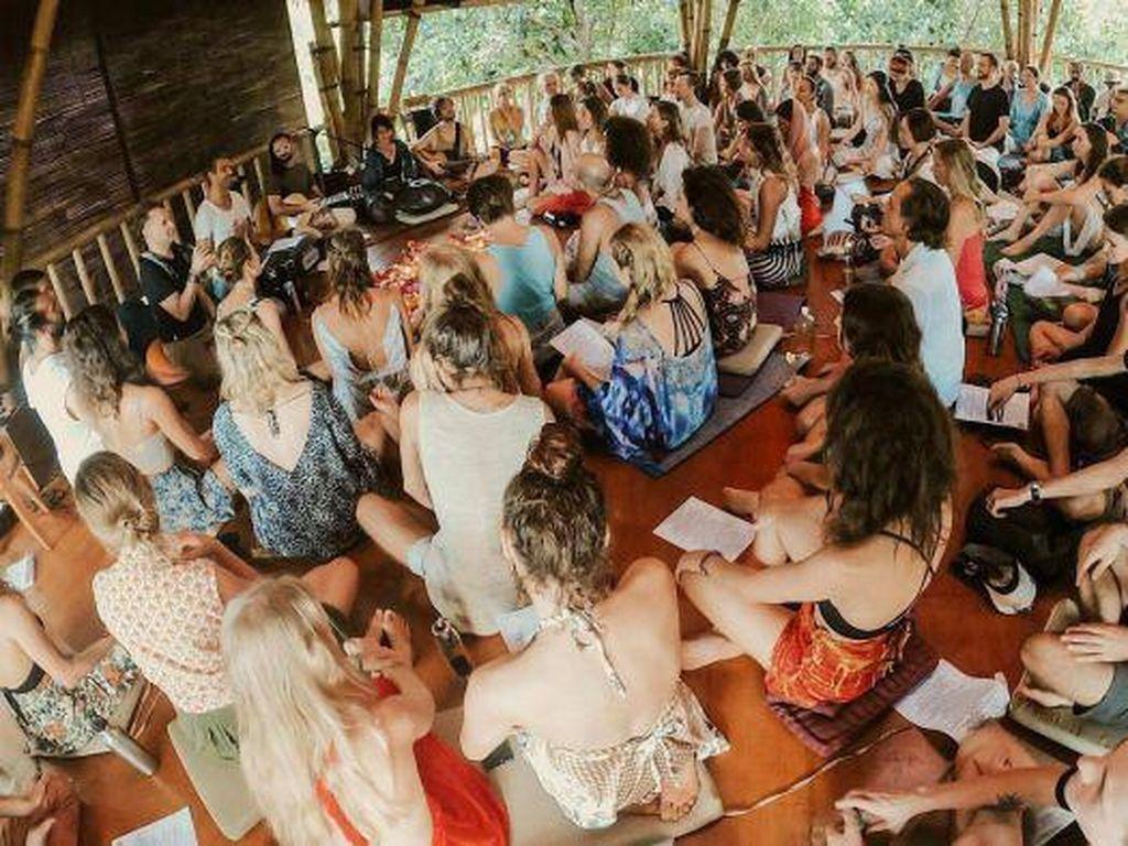 Video Viral WNA Berkerumun dan Bersiap Yoga di Ubud Bali