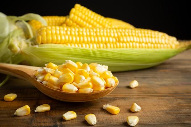 Rasa manis dari jagung berasal dari kandungan gula di dalamnya yang bisa menaikkan berat badan.