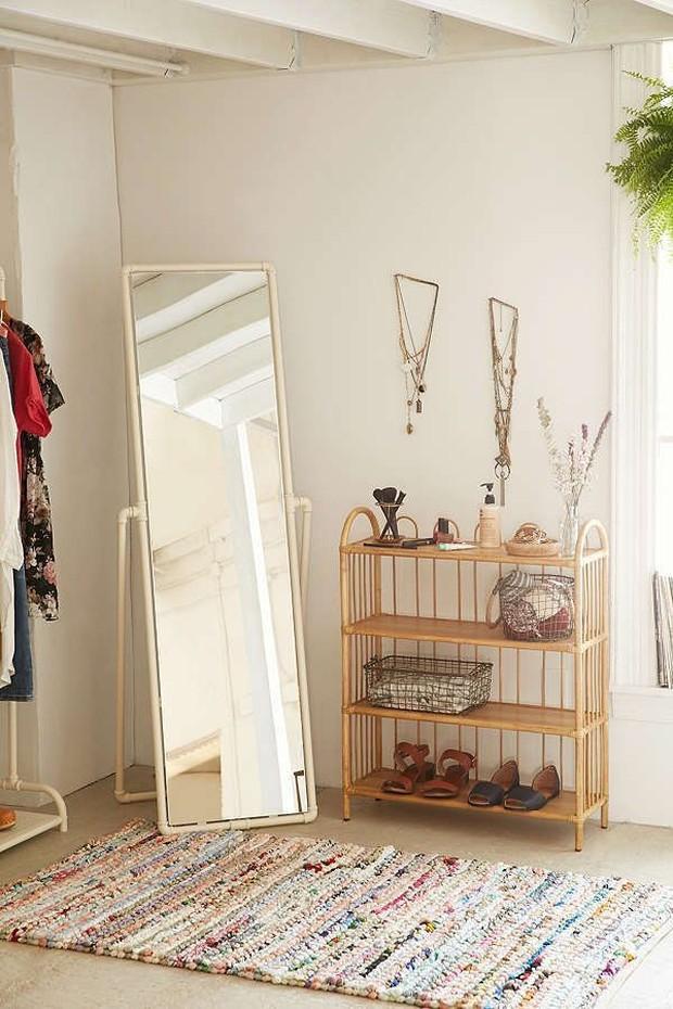 Menghias kamar dengan standing mirror
