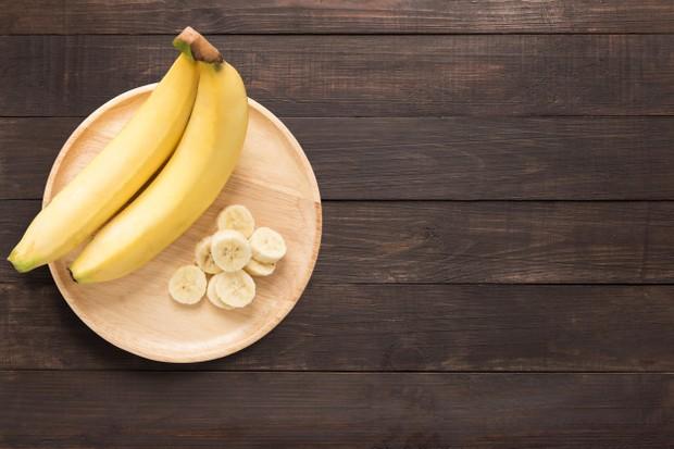Kandungan fosfat, potasium dan vitamin E di dalam buah pisang akan membantu kulit kamu bercahaya.