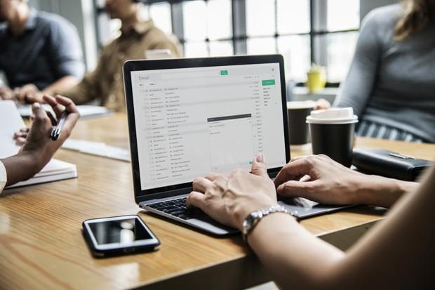 Email kosong tanpa pengantar