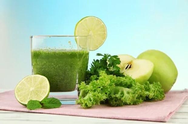 Jus parsley atau jus  daun peterseli memiliki segudang manfaat diantaranya melancarkan pencernaan, mengatasi infeksi pada kandung kemih, mencegah batu ginjal, dan masih banyal lagi.