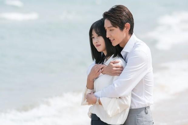 Lee Joon Gi dan Seo Ye Ji dalam drama Lawless Lawyer