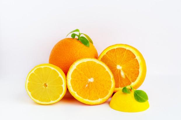 Kandungan vitamin C dan komponen detoksifikasinya dapat menghilangkan minyak tambahan di kulit kamu