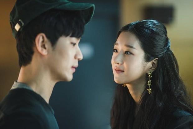 Seo Ye Ji dan Kim Soo Hyun dalam drama Psycho But It's Okay