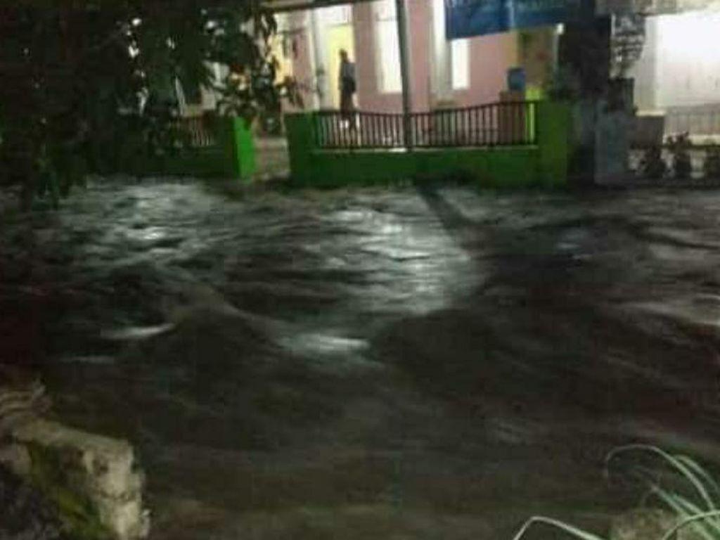 Sungai Meluap, Puluhan Rumah di 2 Kecamatan Cianjur Sempat Terendam Banjir