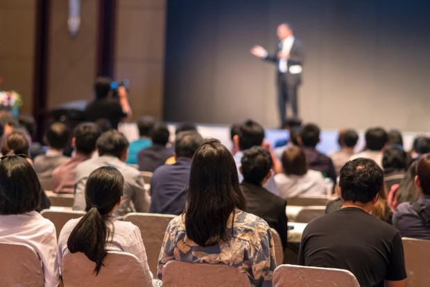 Ilustrasi: berbicara lancar di depan umum dimulai dengan pikiran tentang audiens yang akan dihadapi