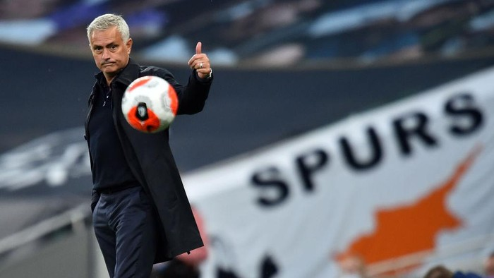 LONDON, ENGLAND - JUNE 19: Jose Mourinho, Manager of Tottenham Hotspur reacts during the Premier League match between Tottenham Hotspur and Manchester United at Tottenham Hotspur Stadium on June 19, 2020 in London, England. (Photo by Glyn Kirk/ Pool via Getty Images)