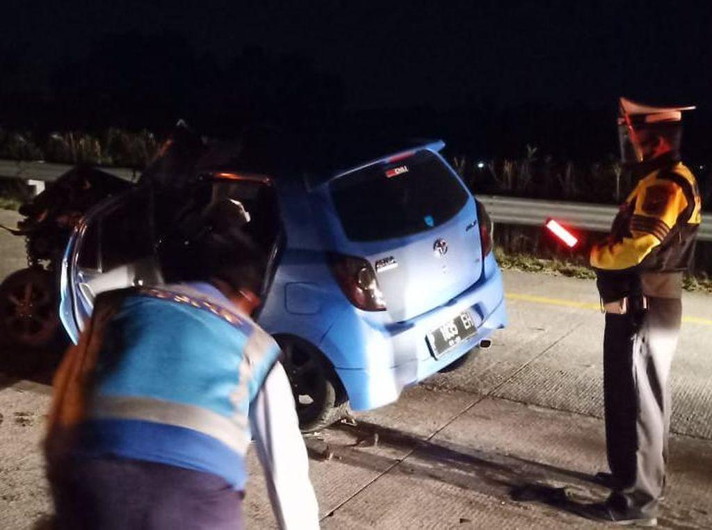 LCGC Tabrak Pantat Kendaraan Lain di Tol Gempas, Satu Orang Tewas Terjepit