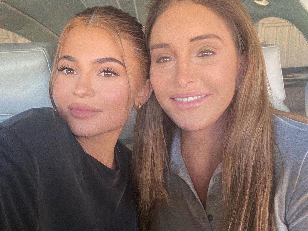 Hari Ayah, Kylie Jenner Ucapkan Selamat untuk Caitlyn Jenner