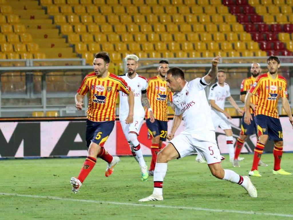 Video AC Milan Menang Telak 4-1 Atas Lecce