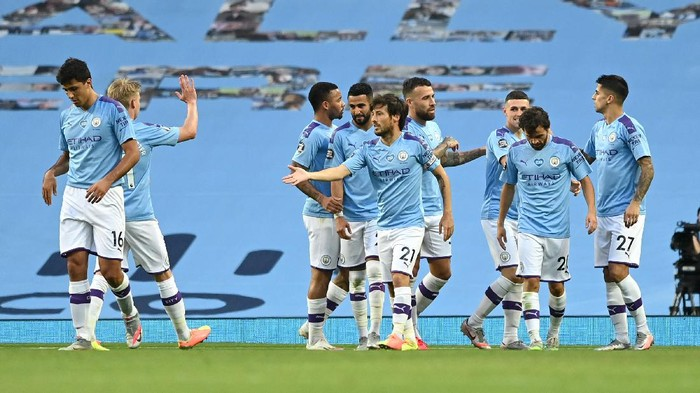 MANCHESTER, ENGLAND - JUNE 22: David Silva of Manchester City celebrates with his team mates after scoring his teams fourth goal during the Premier League match between Manchester City and Burnley FC at Etihad Stadium on June 22, 2020 in Manchester, England. Football stadiums around Europe remain empty due to the Coronavirus Pandemic as Government social distancing laws prohibit fans inside venus resulting in all fixtures being played behind closed doors. (Photo by Shaun Botterill/Getty Images)