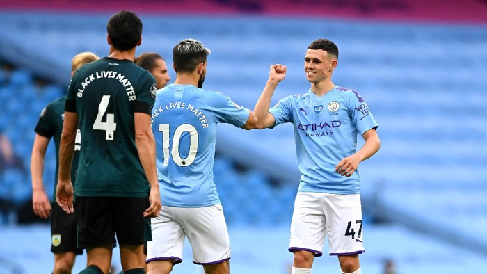 MANCHESTER, ENGLAND - JUNE 22: Phil Foden of Manchester City celebrates with Sergio Aguero of Manchester City after scoring his teams first goal during the Premier League match between Manchester City and Burnley FC at Etihad Stadium on June 22, 2020 in Manchester, England. Football stadiums around Europe remain empty due to the Coronavirus Pandemic as Government social distancing laws prohibit fans inside venus resulting in all fixtures being played behind closed doors. (Photo by Shaun Botterill/Getty Images)