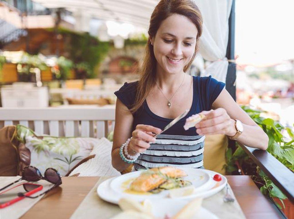 Manfaat Makan Malam Lebih Awal Bisa Turunkan Berat Badan