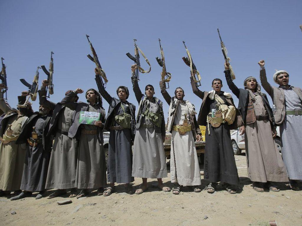 Houthi Tembakkan 17 Drone-2 Rudal ke Kilang Minyak Arab Saudi
