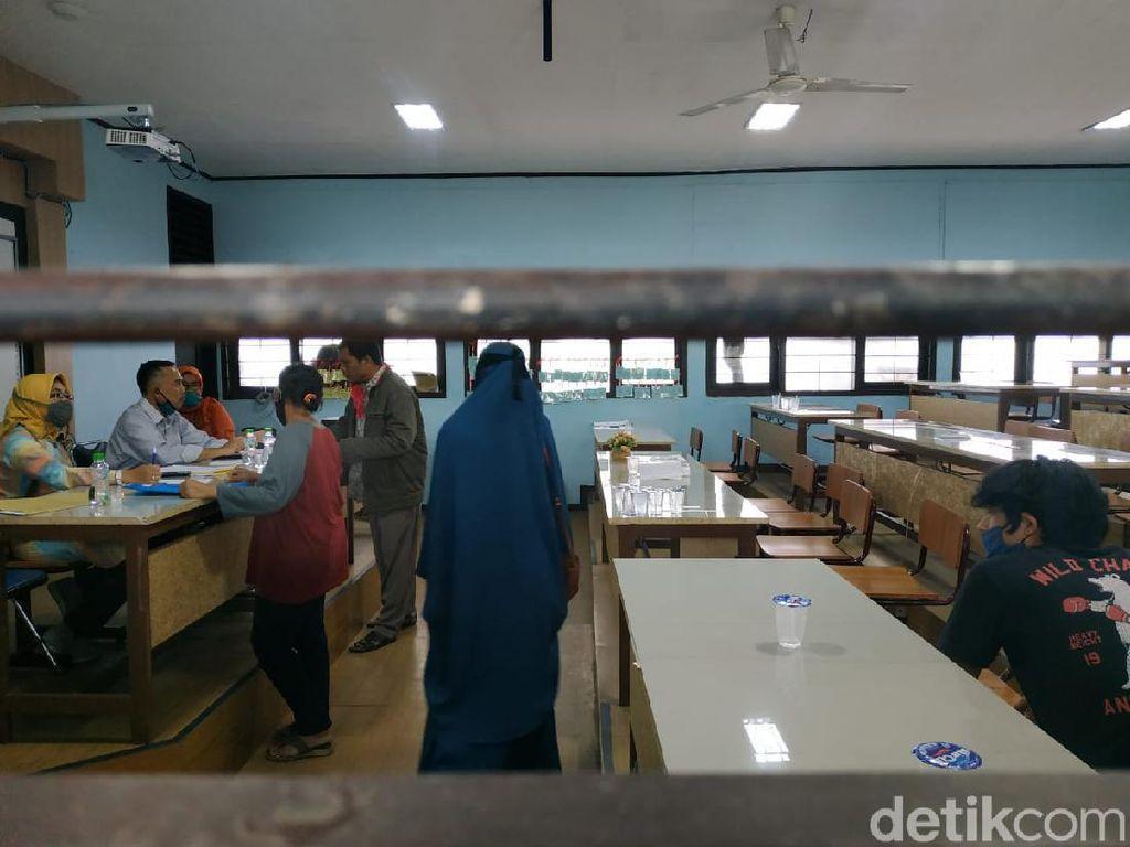 Protes Anaknya Tak Lolos, Puluhan Orangtua Siswa Datangi SMA 10 Bandung