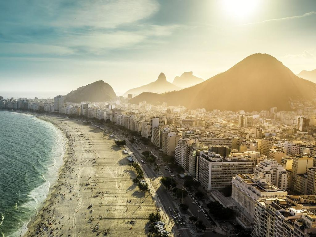 Gegara Wisatawan Padati Pantai, Kasus Corona Brasil Melonjak