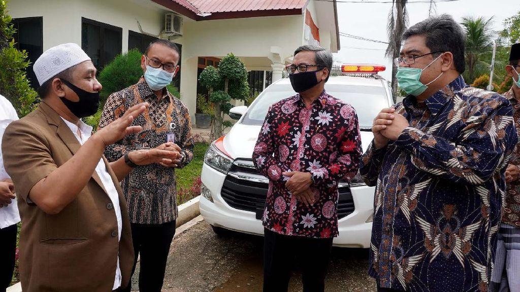 Toyota Sumbang Ambulans untuk Pesantren