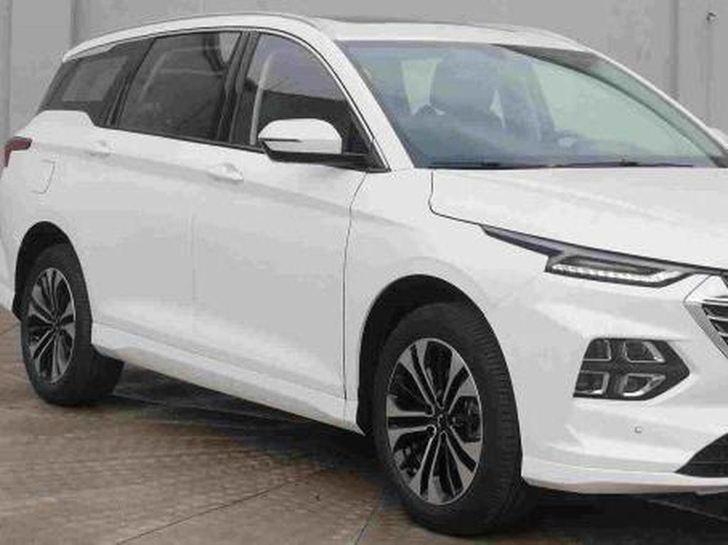 Bocor, Penampakan Perdana MPV Baru Wuling Penantang Toyota Innova