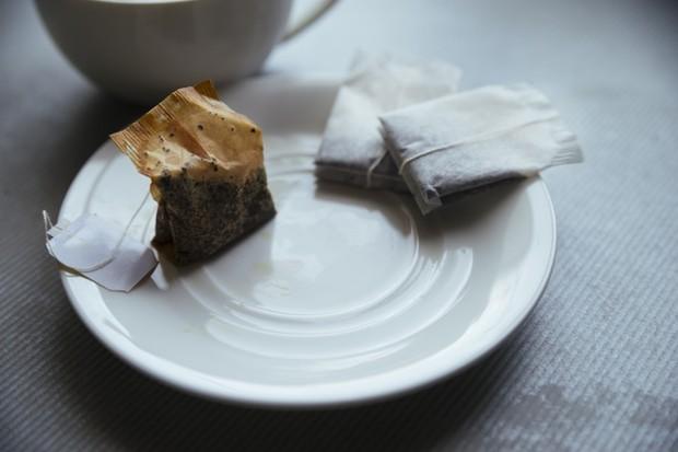 Ilustrasi: kantung teh celup bekas untuk obat sariawan
