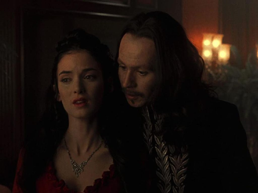 Winona Ryder Ungkap Sudah Menikah dengan Keanu Reeves di Syuting Dracula