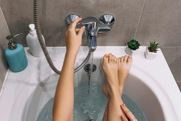 Mandi dengan air hangat juga dapat mengencerkan dahak.
