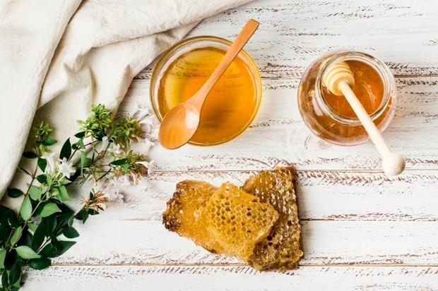 Ilustrasi: madu untuk obat sariawan