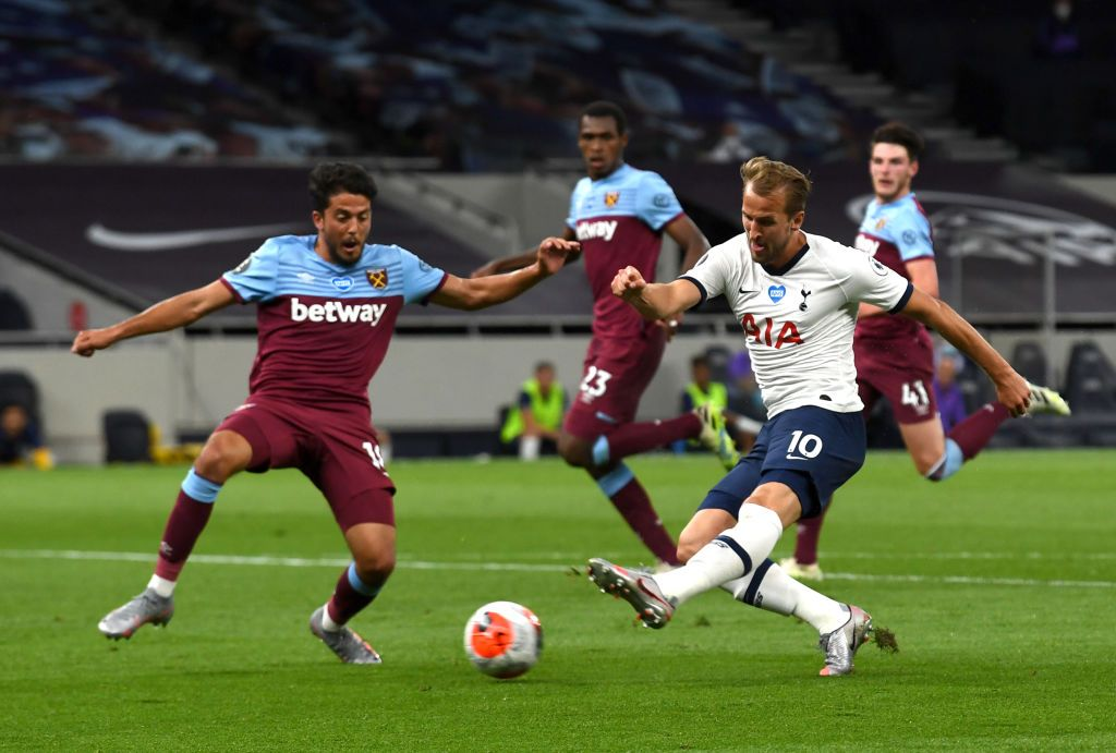 LONDON, ENGLAND - JUNE 23: Harry Kane of Tottenham Hotspur shoots under pressure from Pablo Fornals of West Ham United during the Premier League match between Tottenham Hotspur and West Ham United at Tottenham Hotspur Stadium on June 23, 2020 in London, England. Football Stadiums around Europe remain empty due to the Coronavirus Pandemic as Government social distancing laws prohibit fans inside venues resulting in all fixtures being played behind closed doors. (Photo by Neil Hall/Pool via Getty Images)