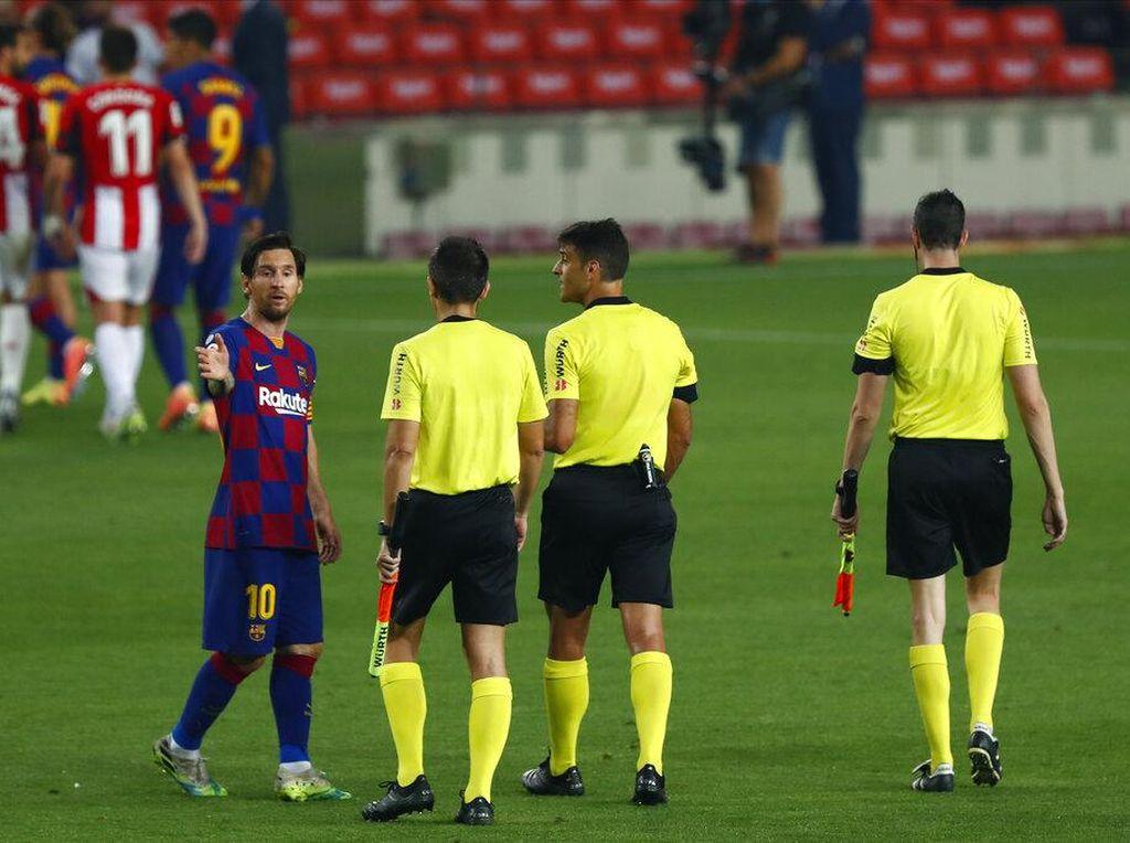Duh, Messi... Di Akhir Pekan Dorong Lawan, Kini Main Injak