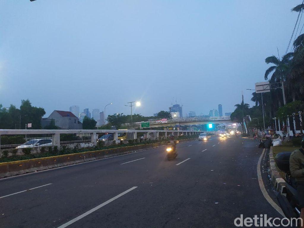 Massa Aksi PA 212 dkk Bubarkan Diri, Lalin di Depan DPR Sudah Dibuka