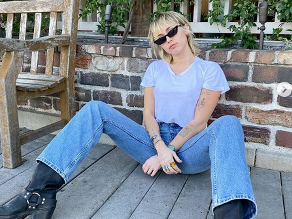 Miley Cyrus Merasa Jadi Villain usai Cerai dari Liam Hemsworth, Kenapa?