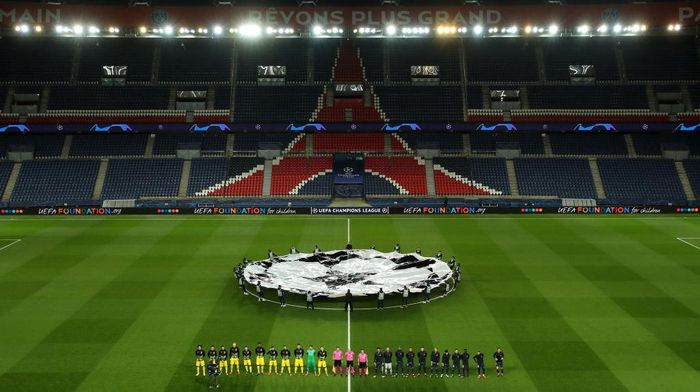 PARIS, FRANCE - MARCH 11: (FREE FOR EDITORIAL USE) In this handout image provided by UEFA, General view inside the empty stadium as the two teams line up prior to the UEFA Champions League round of 16 second leg match between Paris Saint-Germain and Borussia Dortmund at Parc des Princes on March 11, 2020 in Paris, France. The match is played behind closed doors as a precaution against the spread of COVID-19 (Coronavirus).  (Photo by UEFA - Handout/UEFA via Getty Images)