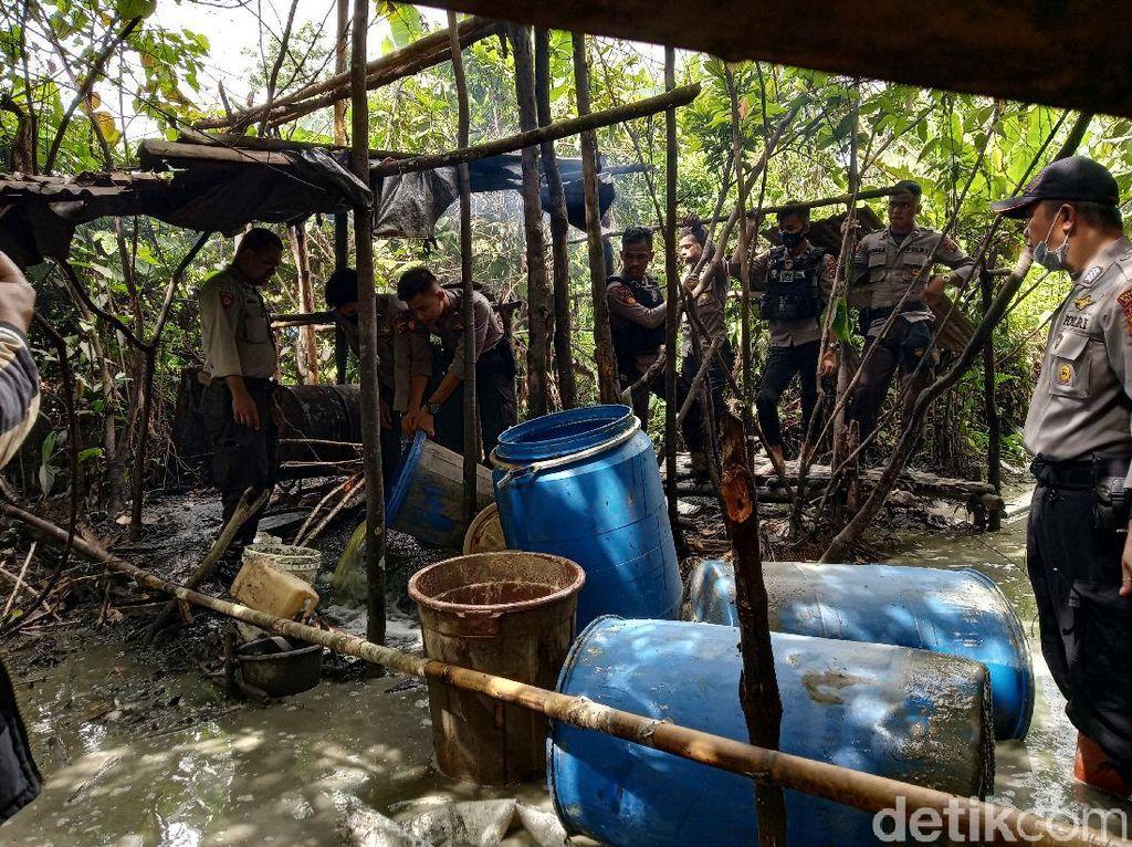 Polisi Kembali Temukan 5 Pabrik Miras di Hutan Timika
