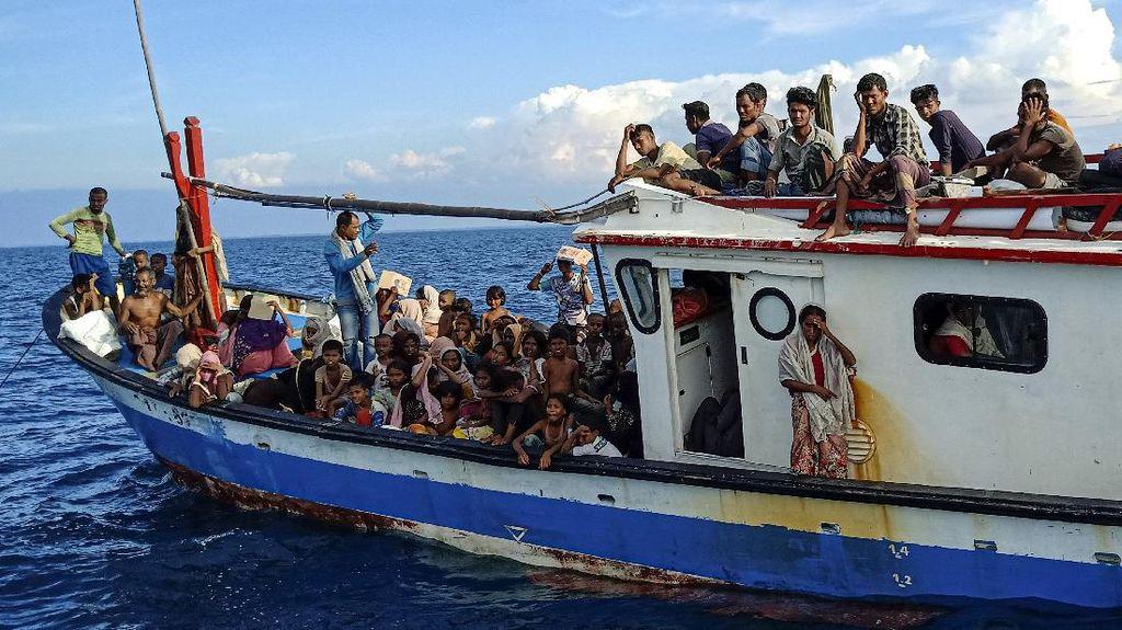 Potret Pengungsi Rohingya Terdampar di Pesisir Pantai Aceh