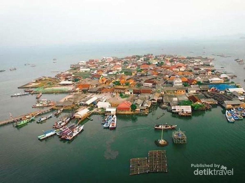 Ini Pulau Pasaran, Tampak Kumuh Tapi Inilah Pusat Ikan Teri Indonesia