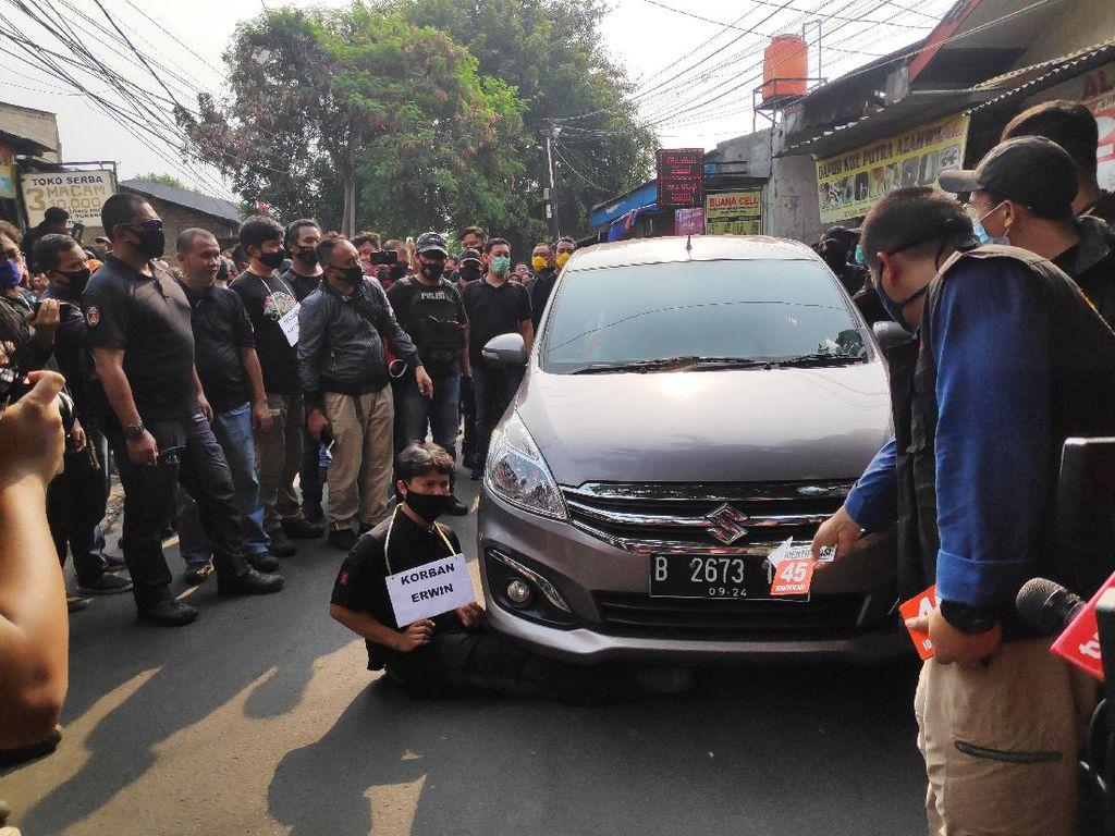 Rekonstruksi Penyerangan Kelompok John Kei, Korban Dibacok 7 Kali-Dilindas Mobil