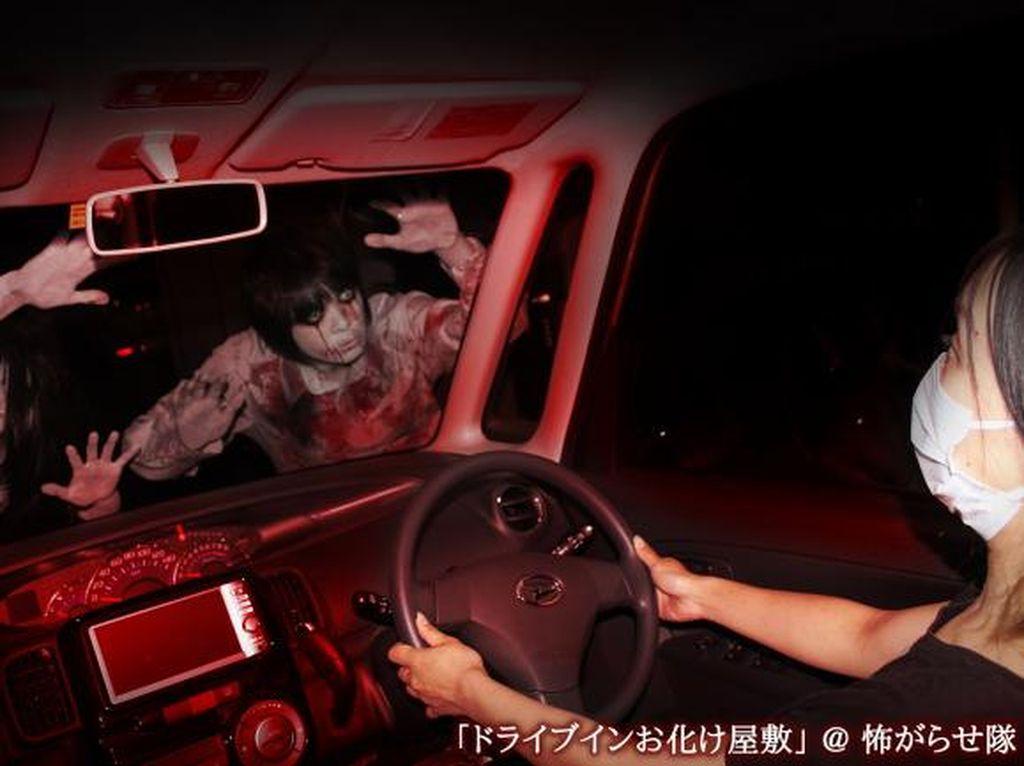 Jepang Punya Layanan Rumah Hantu Drive-Tru, Dijamin Tetap Seram