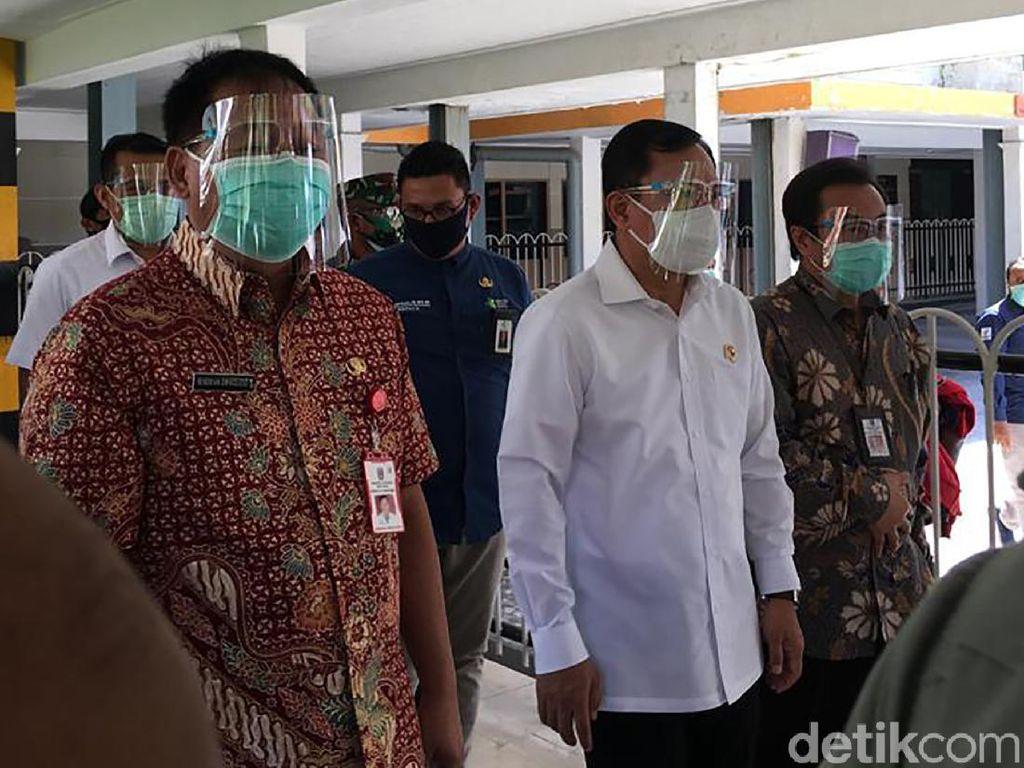 Sambangi RSU dr Soetomo, Menkes Pakai Face Shield dan Masker