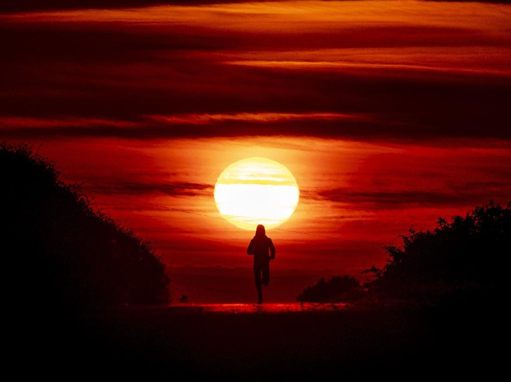 Sunset di Tengah Pandemi Tetap Tidak Kehilangan Pesonanya